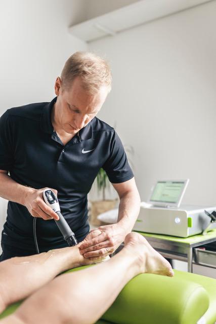 Akillesjänneongelmat ja fysioterapia – Kuormitusta vaan! Ja kenties shockwave vielä avuksi?